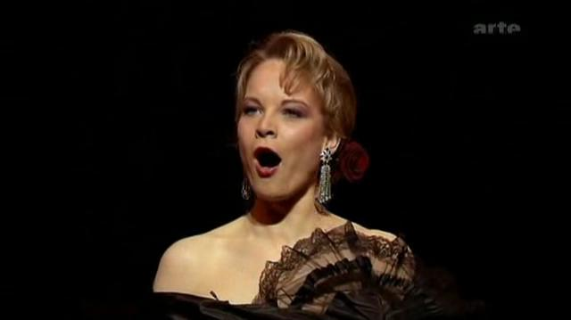 La diva del 'bel canto' Elina Garanca le canta a la Macarena