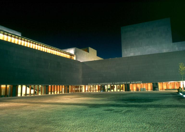 Ante las bodas de oro de los Amigos de la Ópera de Madrid