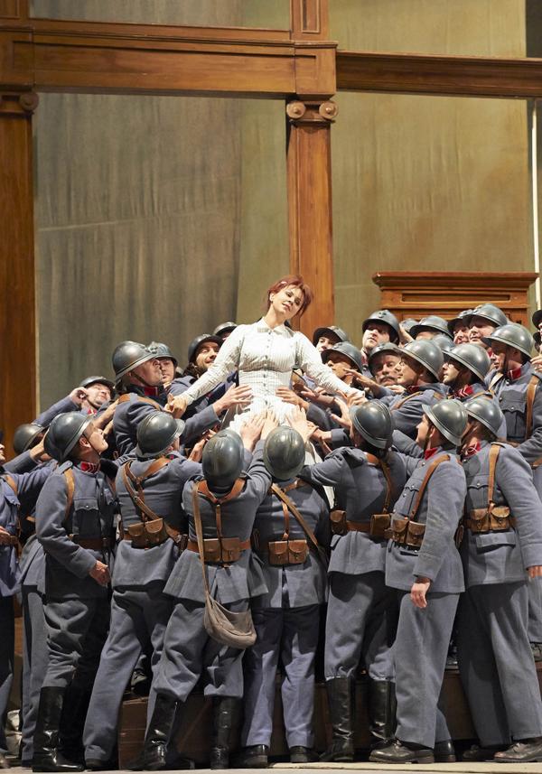 La hija del regimiento: cantar para nada