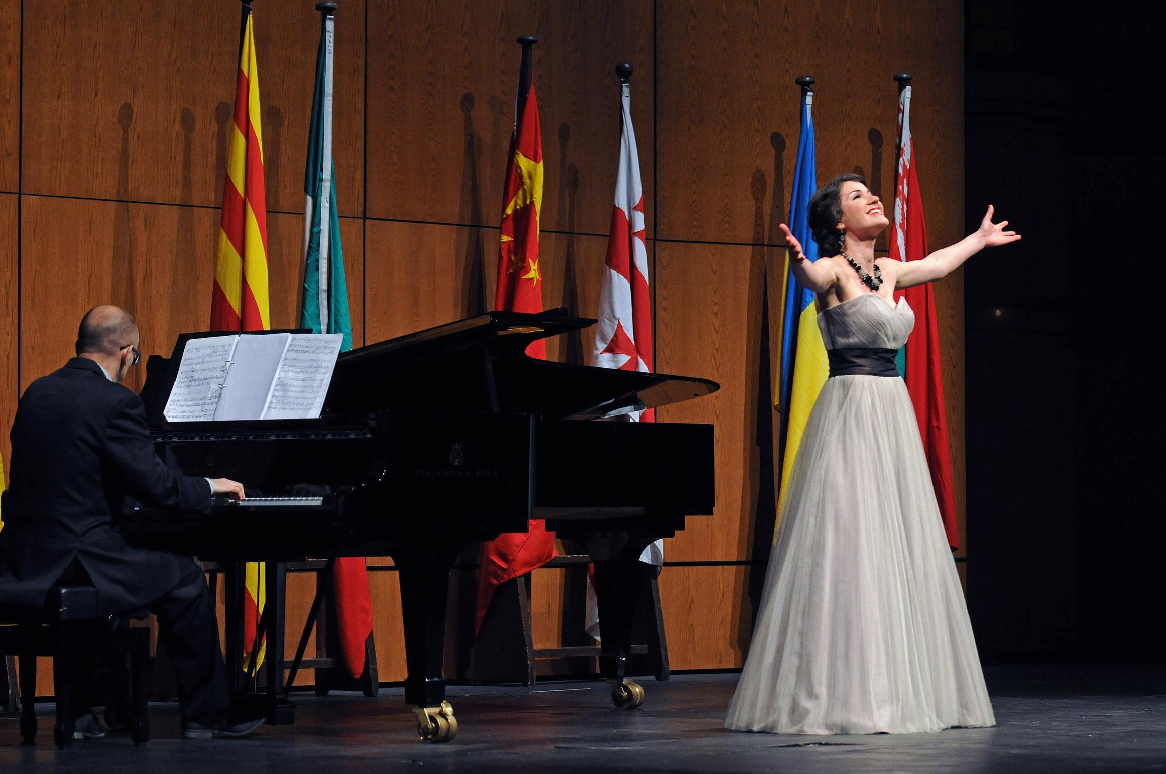 Premios oficiales del 52 Concurso internacional de canto