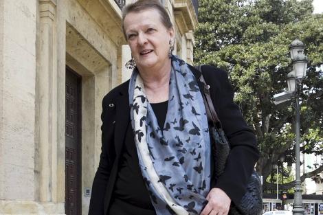 Anticorrupción consiente que Helga Schmidt salga de España