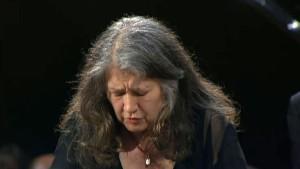 martha-argerich-schumann-concerto-pour-piano_d_jpg_720x405_crop_upscale_q95