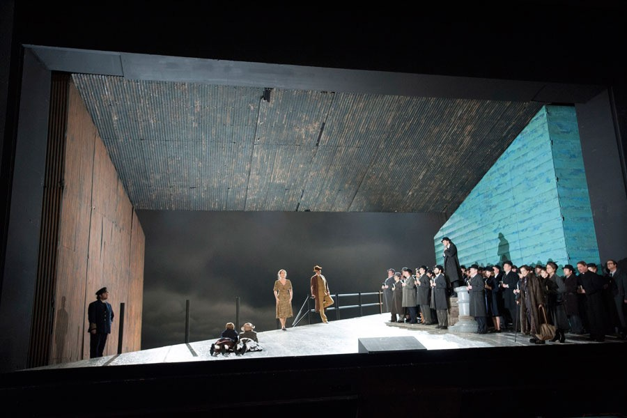 PETER GRIMES. BERLIN DO_page4_image2