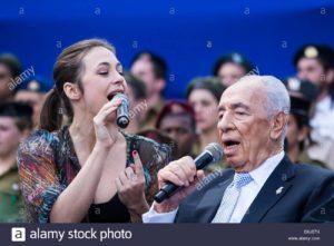 israeli-president-shimon-peres-r-singing