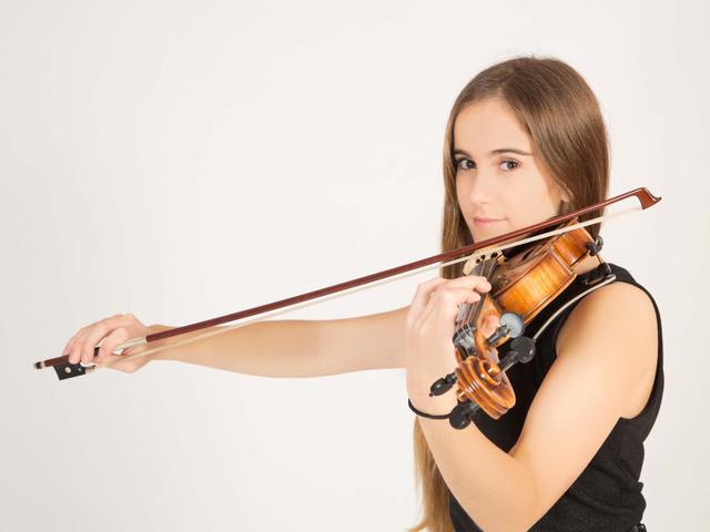 Cristina Cubas Hondal junto a la Orquesta Metropolitana