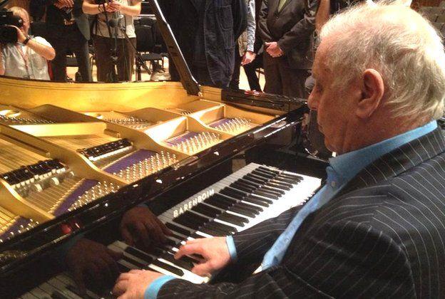 Lo no contado del nuevo piano de Barenboim