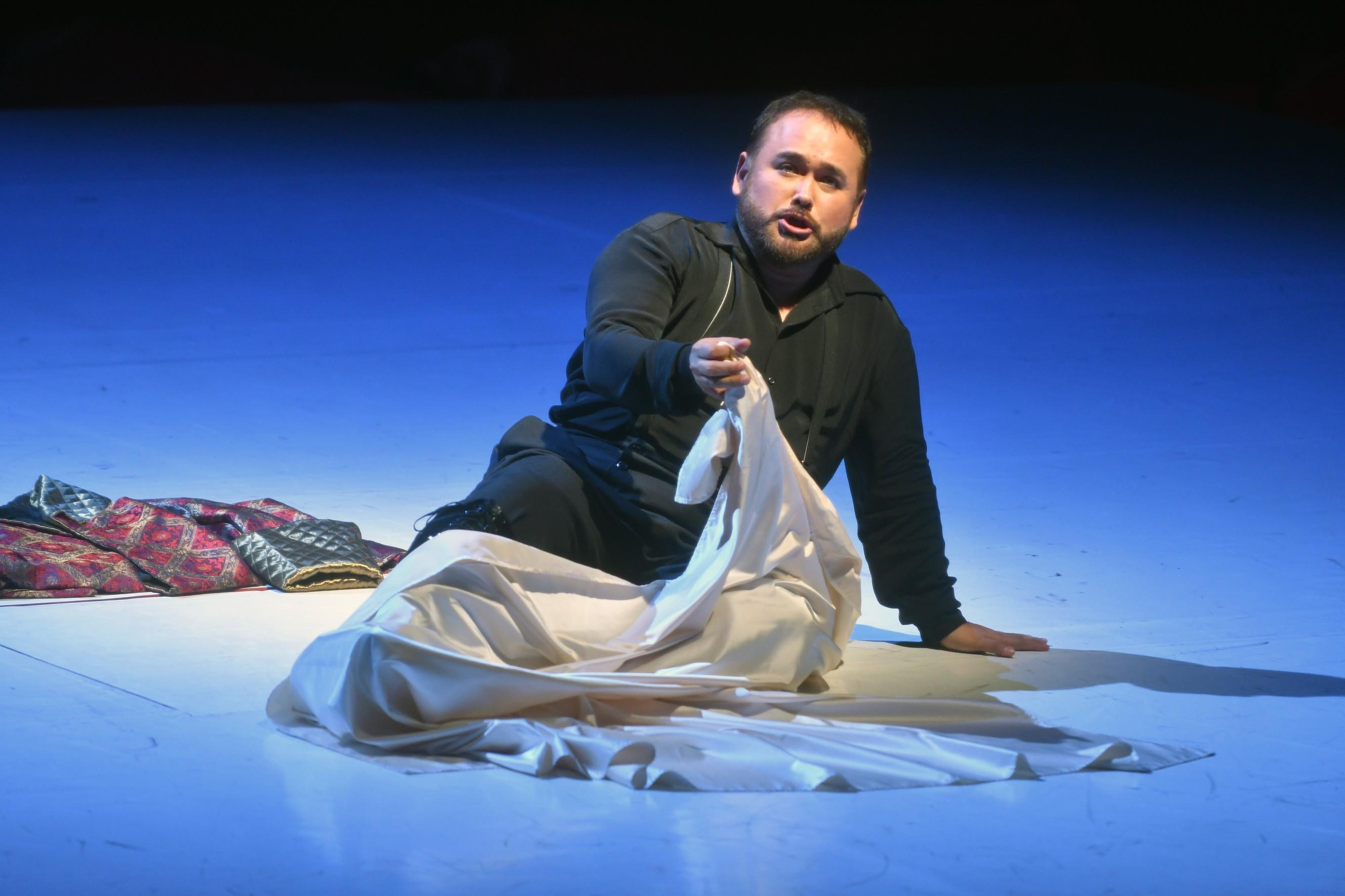 Alvarez, Camarena y Moreno brillan en Rigoletto