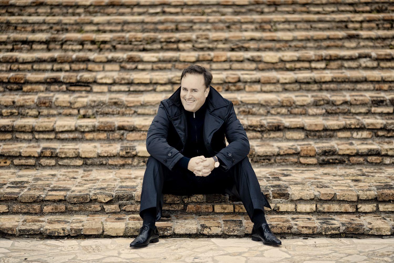 Karel Mark Chichon debuta con La Traviata en la reapertura del Teatro San Carlo de Nápoles