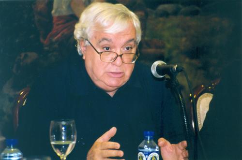 Muere Javier Alfaya, el intelectual completo