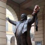Estatua-Luciano-Pavarotti