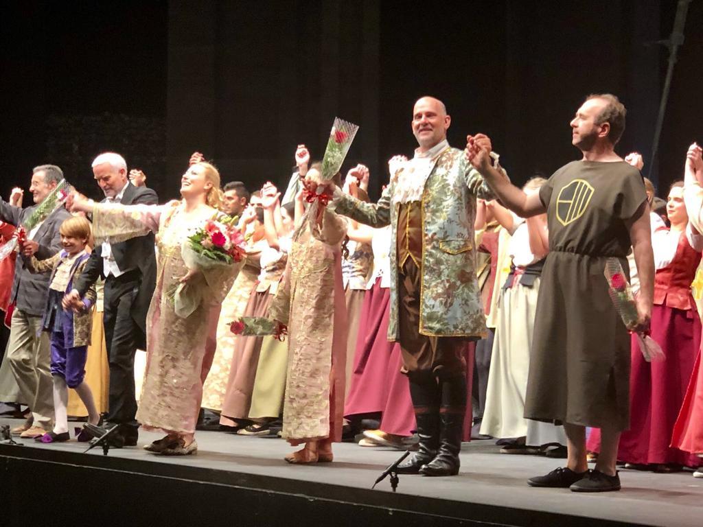 La Scala renueva a Pereira y París rompe lazos con Lisnner
