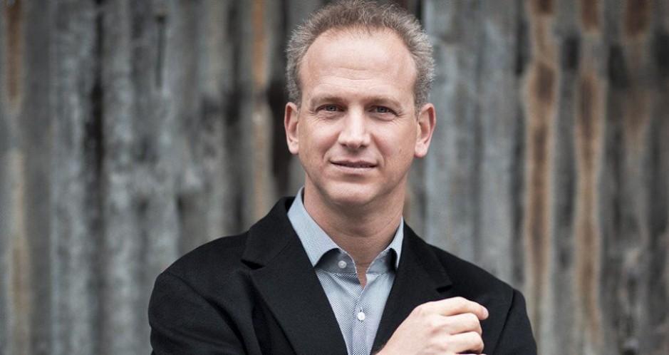 Música América nombra al Director del año 2019