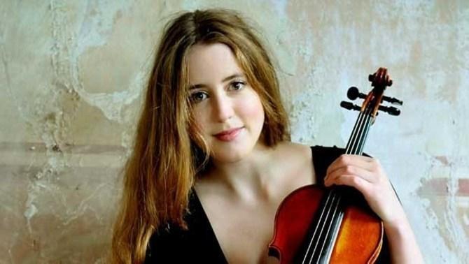 Vilde Frang interpreta el Concierto para violín de Elgar con la OCNE