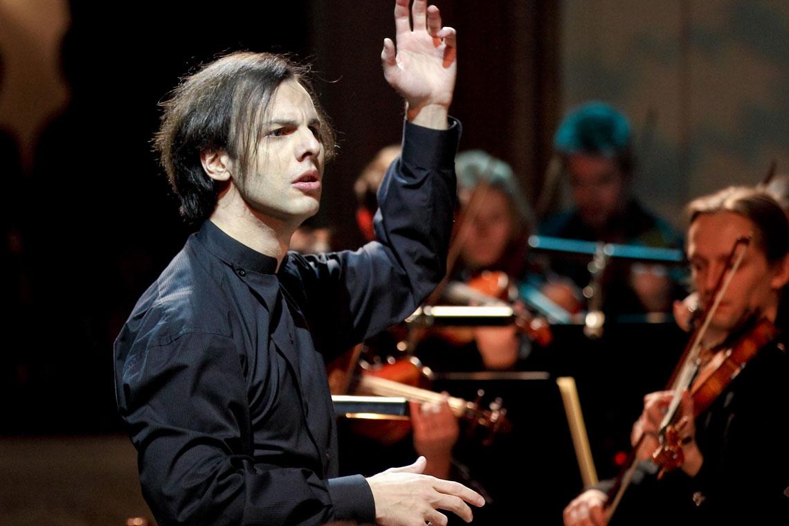 Teodor Currentzis dirige dos sinfonías de Mozart en su regreso a Ibermúsica
