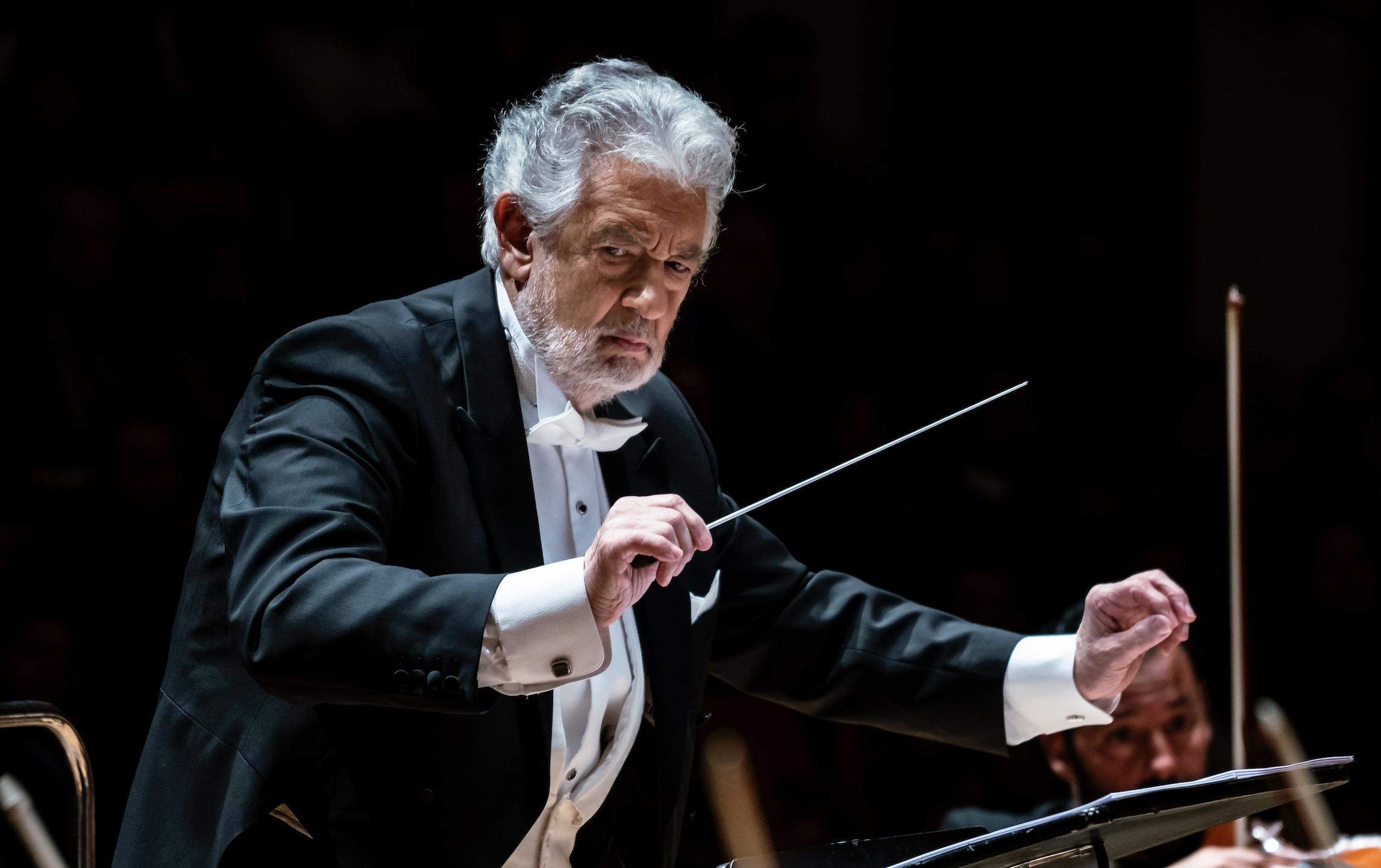 Plácido Domingo dirige la Misa de Réquiem de Verdi en la reapertura del Teatro Municipal de Piacenza