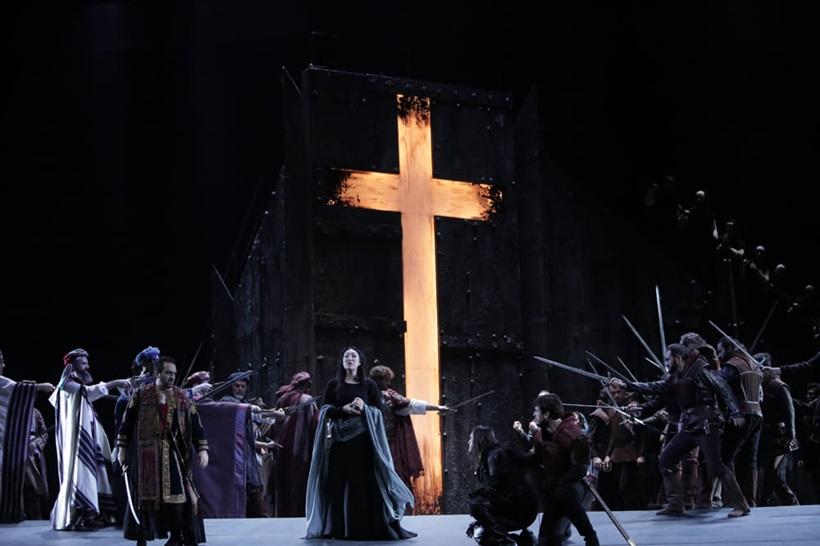 escena-il-trovatore-teatro-maestranza