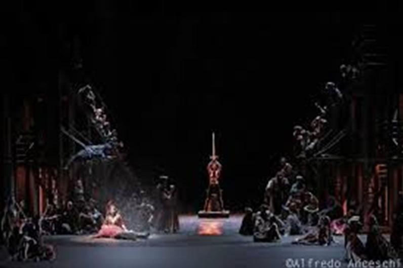 escena-il-trovatore-teatro-de-la-maestranza