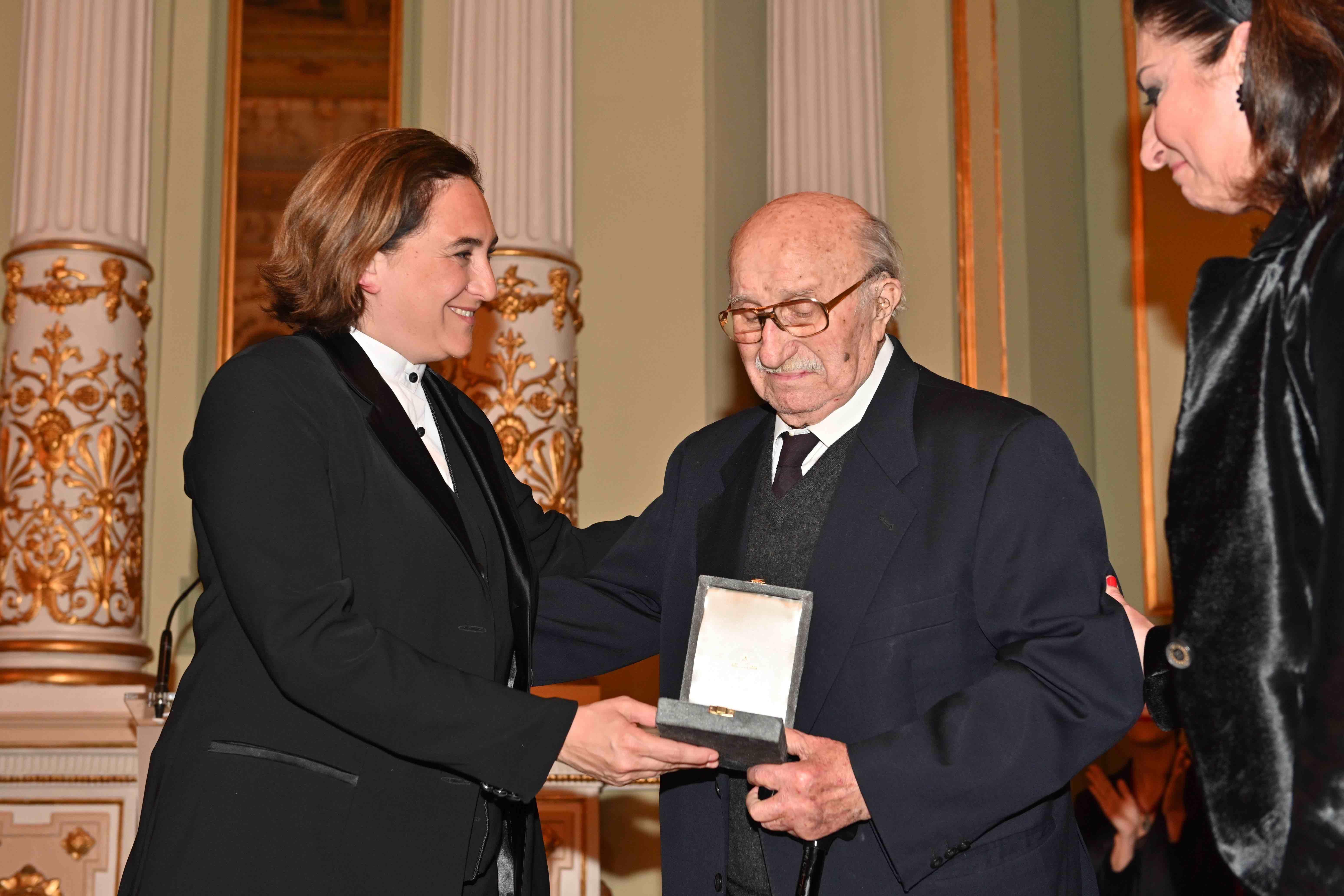 Caballe-homenaje-medalla-Barcelona