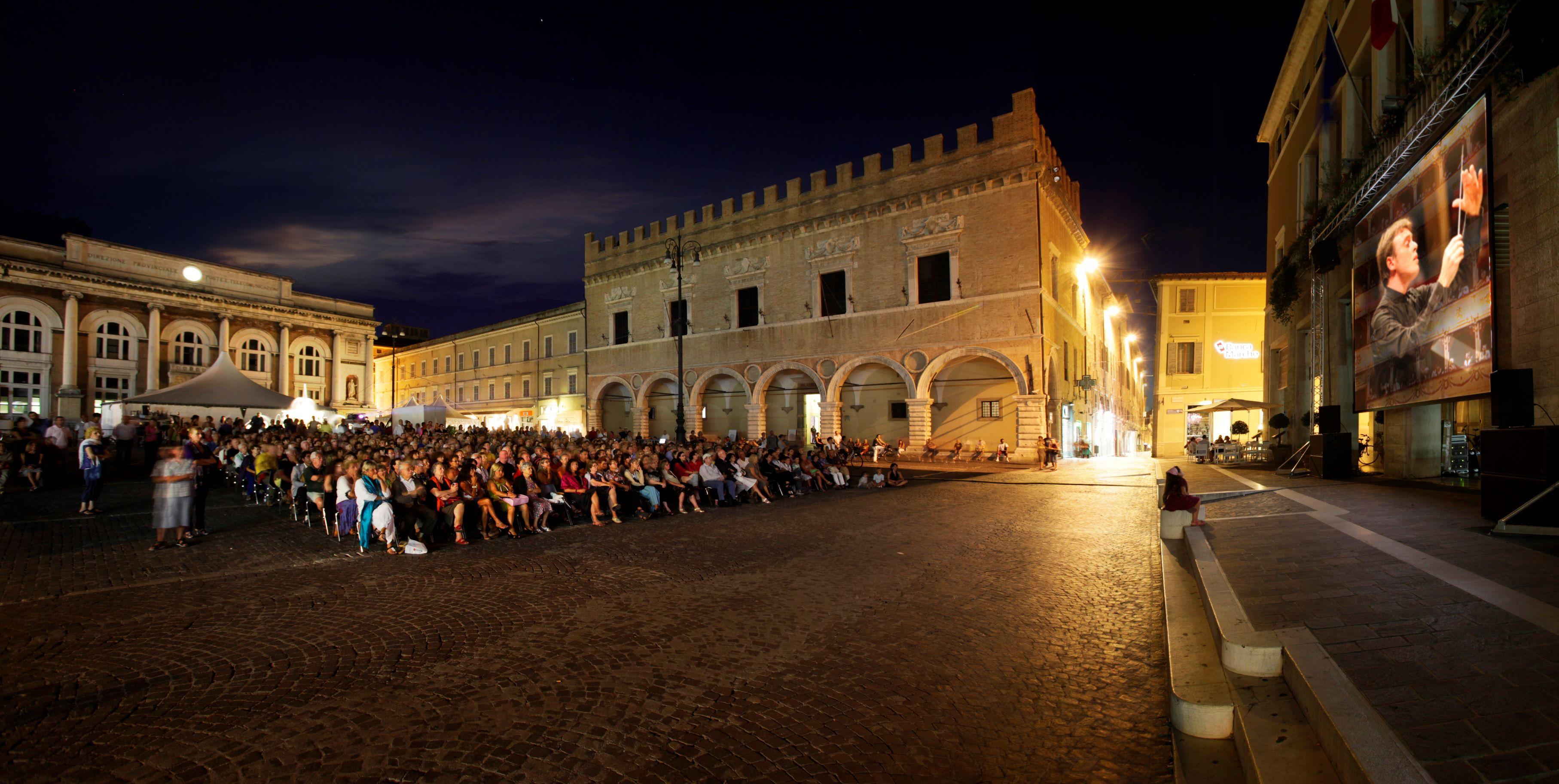 Pesaro-piazza-popolo