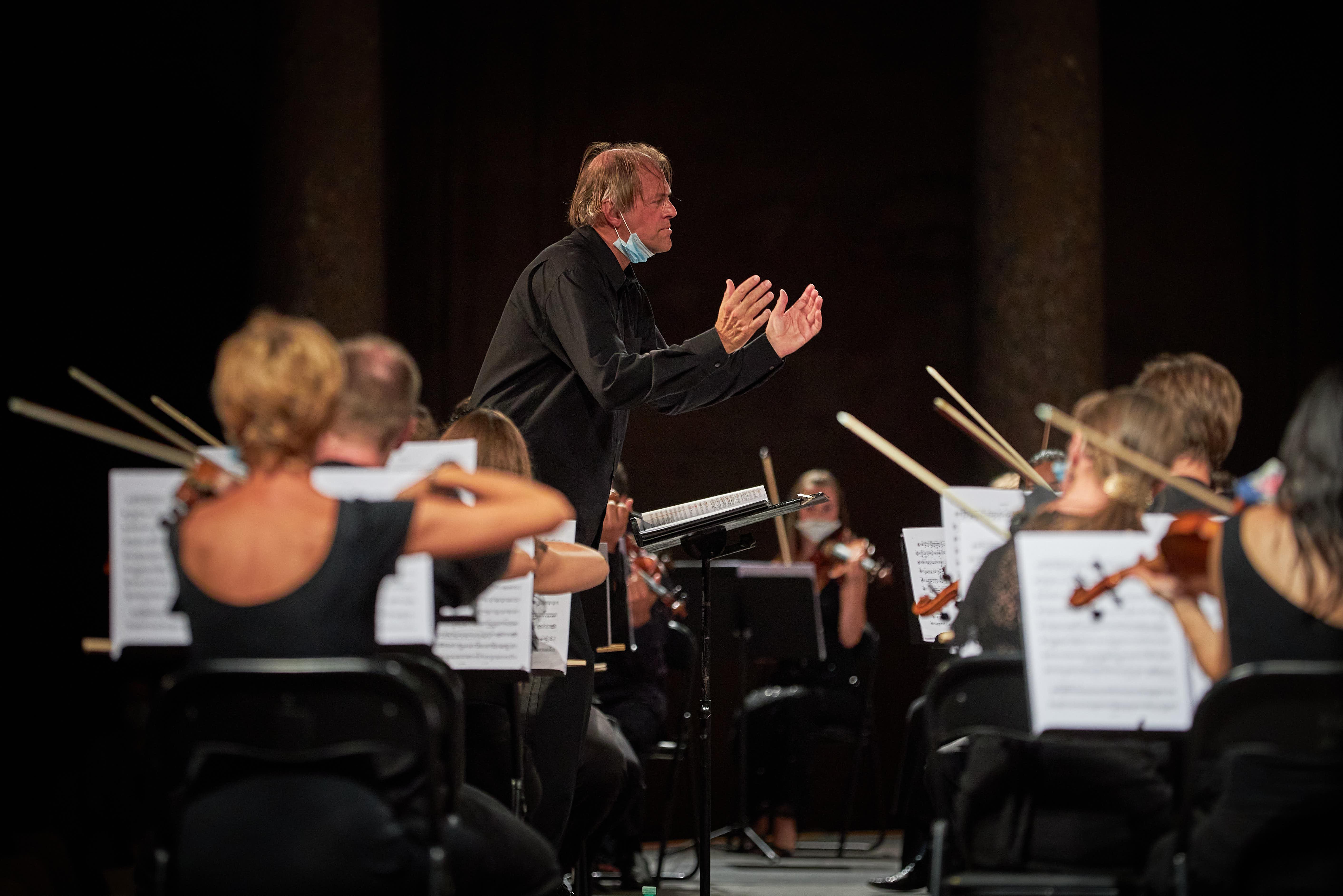 Critica: Otra galaxia. La Orquesta de la Comunidad Valenciana con Hengelbrock en Granada