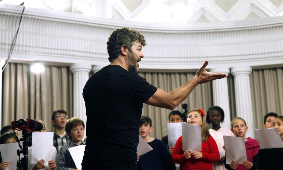 heras-casado-dirige-concierto-solidaridad