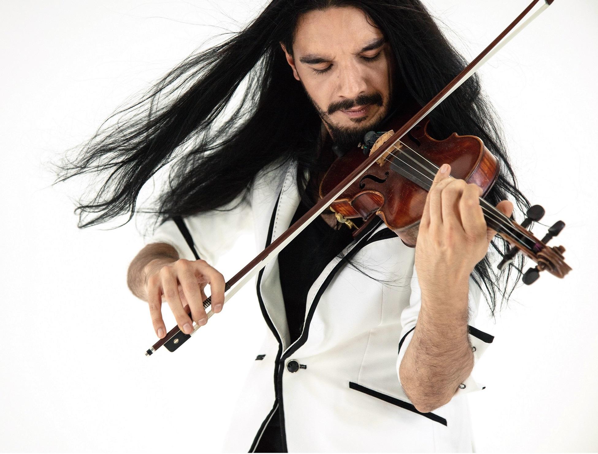 Víctor Pablo Pérez dirige a la Sinfónica de Tenerife con el violinista Nemanja Radulovic como solista