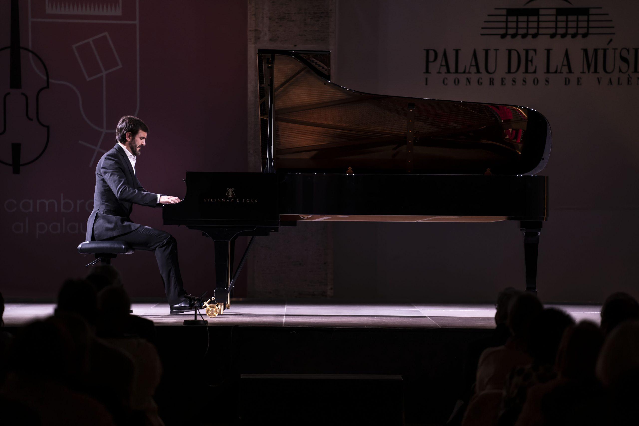 Juanjo Mena dirige la Novena de Beethoven con la Orquesta y Coro Nacionales
