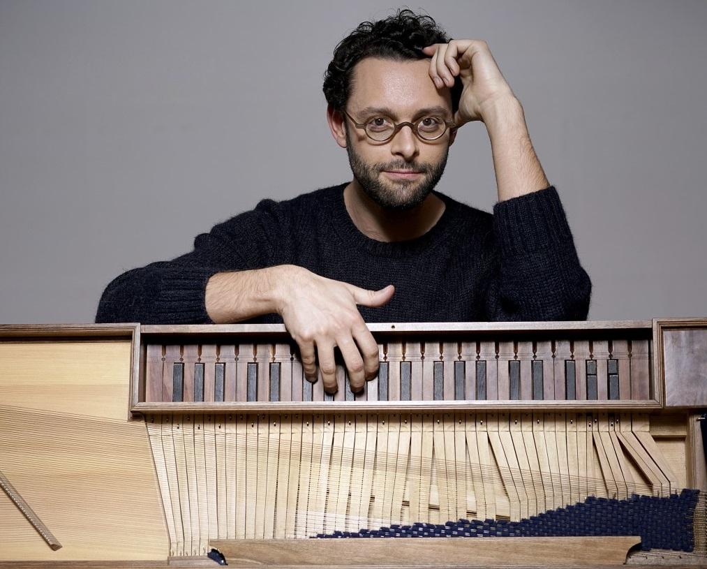 Benjamin Alard interpreta Bach en Barcelona y Madrid