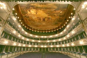 """El Teatro Cervantes de Málaga, forzado a explicar la suspensión de """"El barbero de Sevilla"""""""