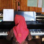 mujer-piano-talibanes